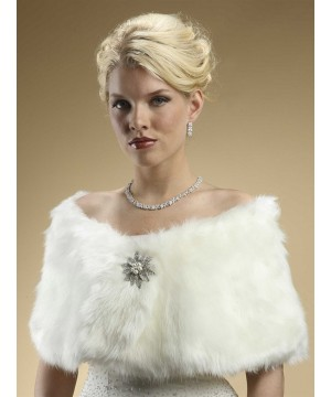 https://img1.wardrobeshop.com/5047-home_default/faux-fur-bridal-wrap-with-ivory-cream-fox.jpg