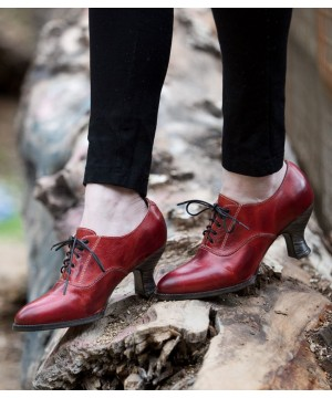 Victorian Style Leather Lace-Up Shoes in Red Rustic
